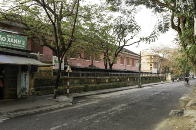 The school building along Tran Cao Van from where the Marines took a lot of fire the first days